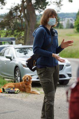 Denise Karp mit Spürhund Django